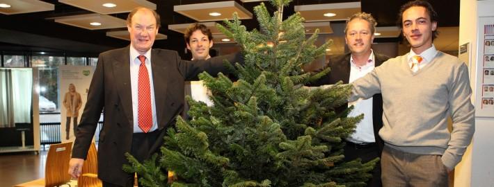 2012-11-28- overhandinging kerstboom rondetafel (2)